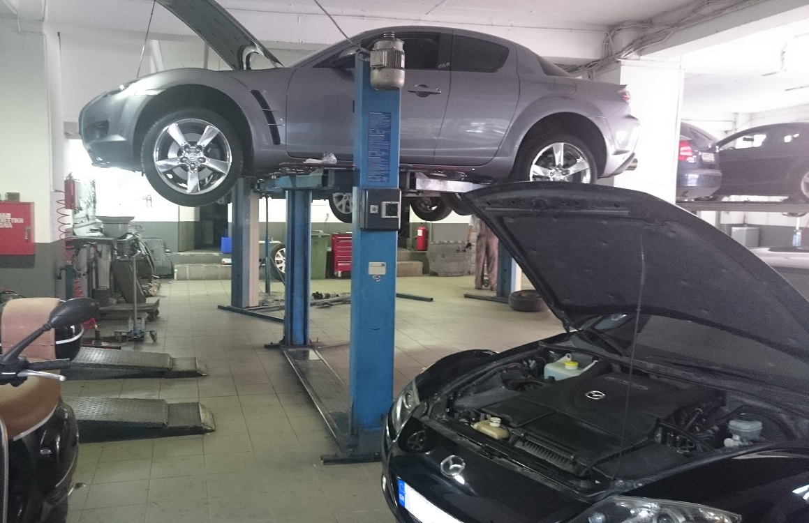 MAZDA Chronis Service Inside